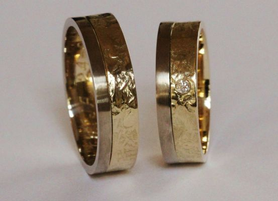 Fairtrade geelgoud en witgouden trouwringen met diamant